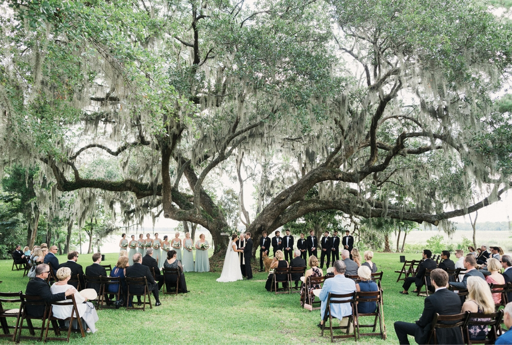 Runnymede Plantation proved an ideal venue for the wedding, allowing guests ample room to spread out around the thousand-year-old oak tree, beneath which Ali and Quinn exchanged vows.