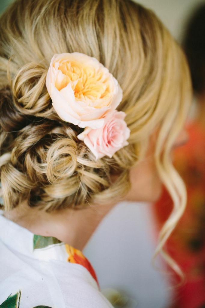 Florals by Branch Design Studio. Hair by Paper Dolls. Photograph by Juliet Elizabeth.