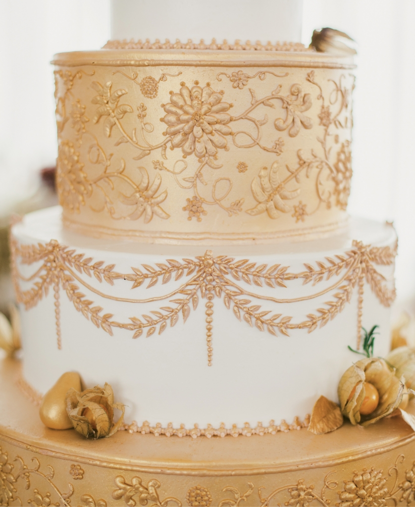 Wedding Cakes by Jim Smeal concocted a gilded masterpiece that called to mind the bride's wish for a Midsummer Night's Dream-meets-autumnal fete. (Image by Juliet Elizabeth Photography)