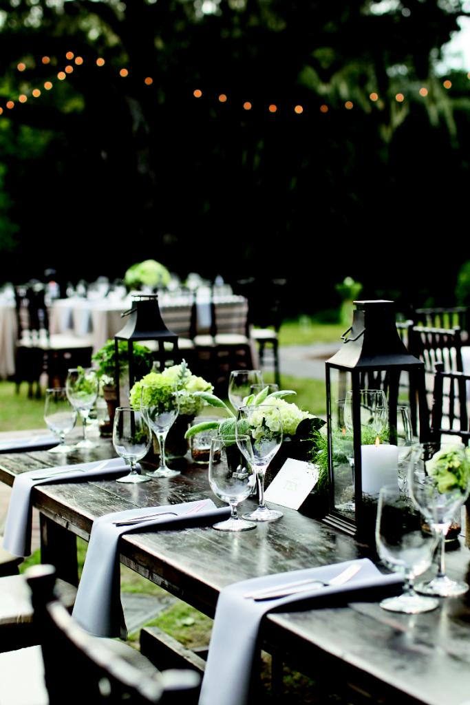 UNDERSTATED ELEGANCE: Mixing lanterns and Mason jars with burlap-wrapped centerpieces blended formal looks with familiar ones.