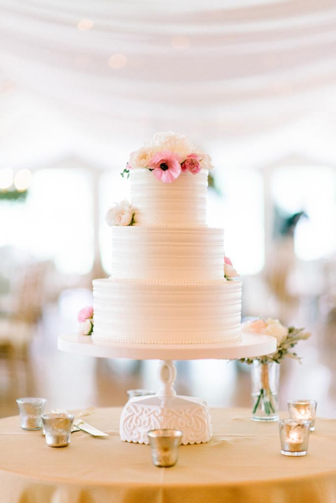 Photograph by Sean Money + Elizabeth Fay. Cake by Ashley Bakery.