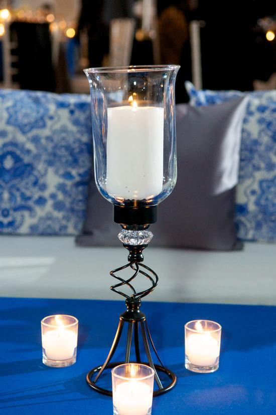 LIGHTEN UP: Candles glowed from glass vessels for a clean, classic effect.
