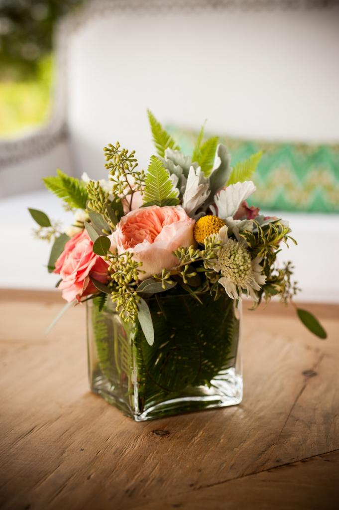 Florals by Out of the Garden. Photograph by f8 Photo Studios.
