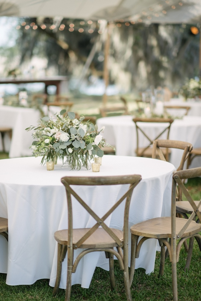Wedding design by Katherine Weaver. Day-of coordination by RLE Charleston. Rentals from Snyder Events. Florals by Sara York Grimshaw Designs. Linens by La Tavola. Photograph by Sean Money + Elizabeth Fay.