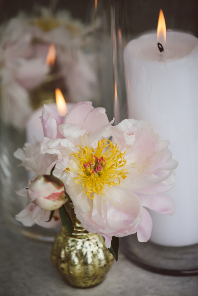 Florals by Sara York Grimshaw Designs. Photograph by amelia + dan.