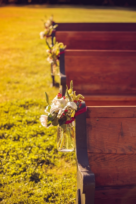 SIMPLY CHIC: Pew markers consisted of fresh white and red blooms nestled in Mason jars which Tiger Lily tied to church pews.