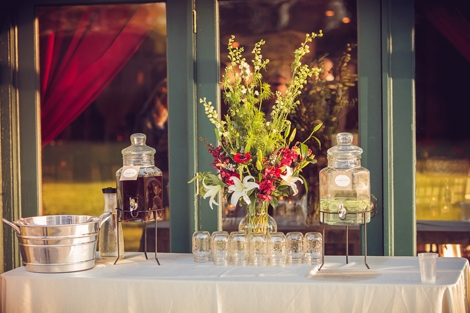 HOW KIND: Iced tea and citrus-infused water were on hand for guests who needed a little sip of something before the ceremony, and throughout the nice.