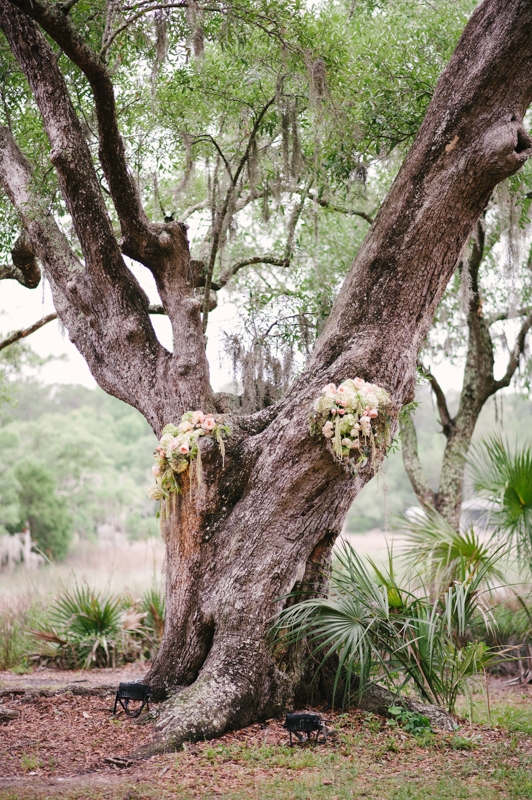Florals by First Bloom of Charleston. Image by Britt Croft Photography.