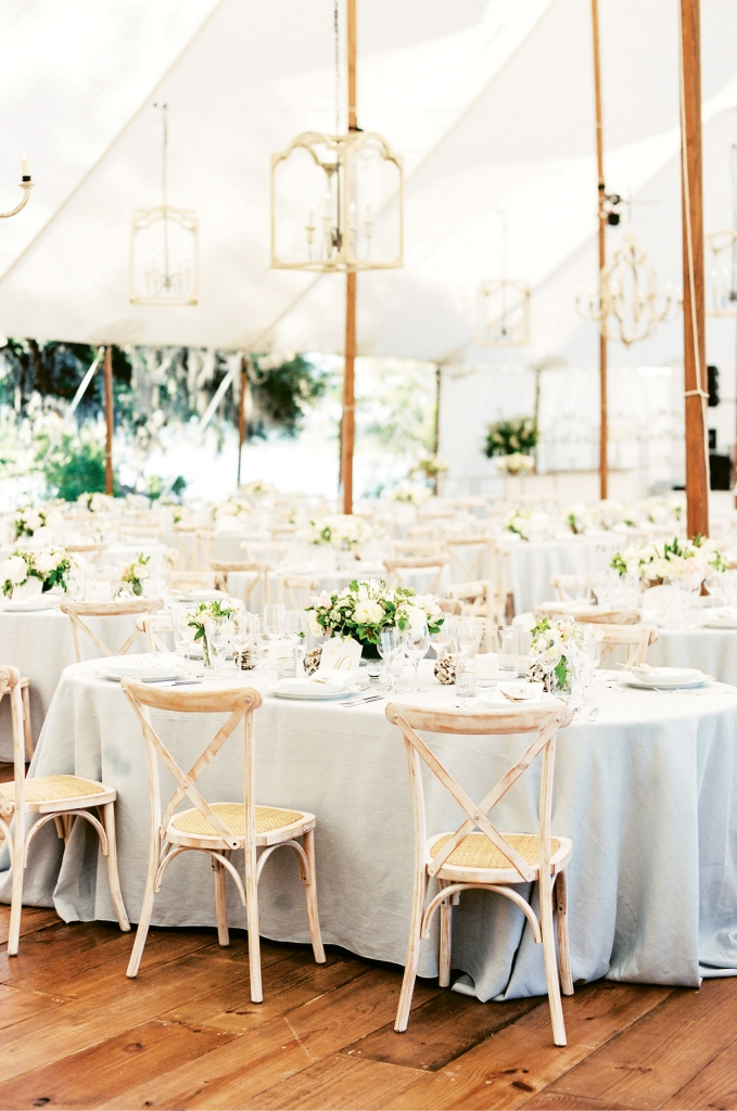 To host the 226 guests for a seated dinner, a stunning dining hall was created on the site. Garden-style chandeliers and wide-planked floors gave a sense of permanency.